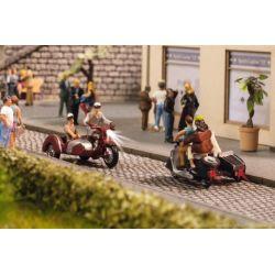 MOTOCICLISTI CON  MOTO SIDECAR
