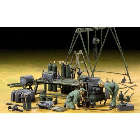 TAMIYA 37023 German Field Maintenance Team & Equipment Set