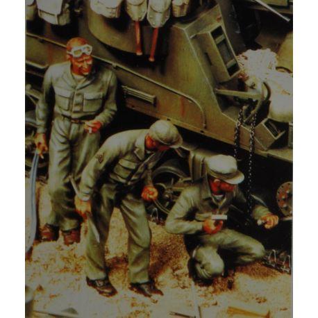 Verlinden 2800 US Mechanics Set Repairing Tank WWII (w/Decal) (3 Figures)