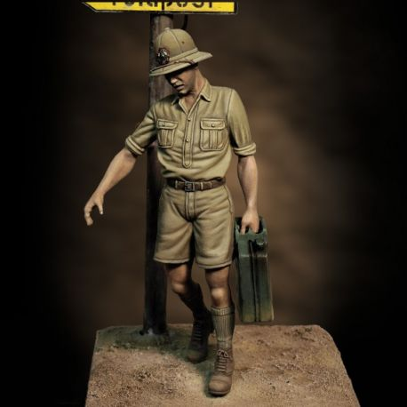 Royal Model 850 ITALIAN SOLDIER WITH JERRY CAN 1/35