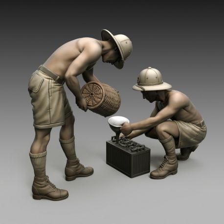 Royal Model 851 ITALIAN SOLDIERS BATTERY MAINTENANCE 1/35