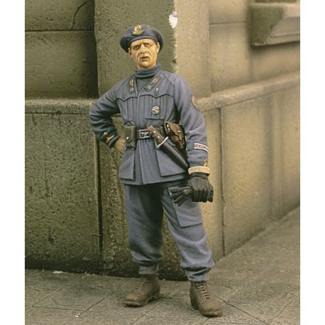 "Royal Model 251 ITALIAN OFFICER ""BTG. AZZURRO"" WWII (1/35)"