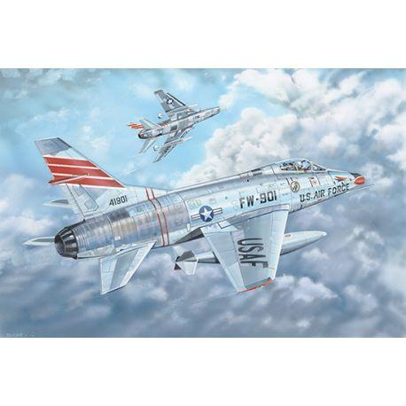 TRUMPETER 03221 F-100C Super Sabre 1/32